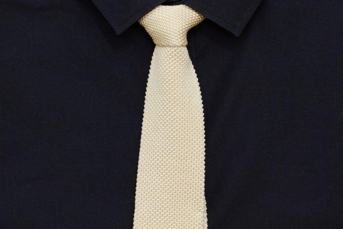 cravate en tricot