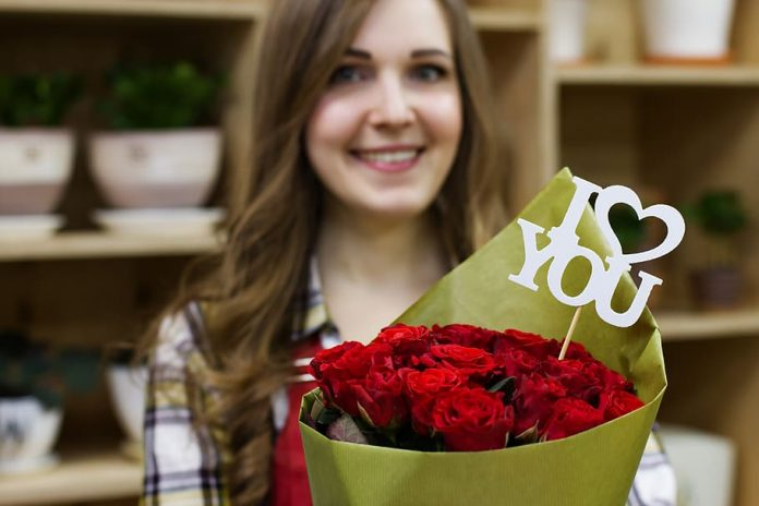 offrir un bouquet de fleurs
